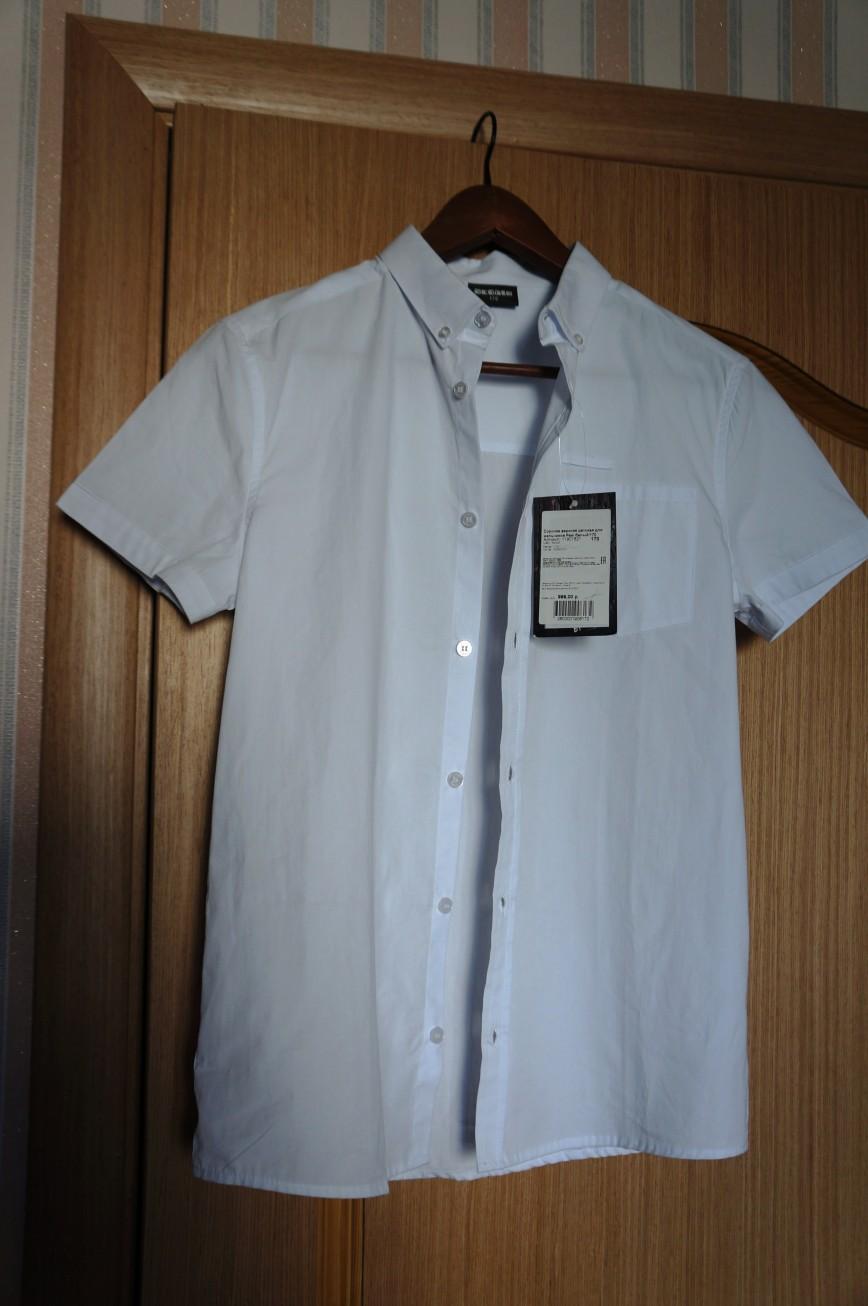 Белая рубашка с коротким рукавом, новая, на рост 170 куплена в детском магазине Акула. Ребенку увы мала. Стоила 999 руб. Снижаю цену пополам 499руб.  Сдать в Акулу не смогла, прошло больше месяца со дня покупки.