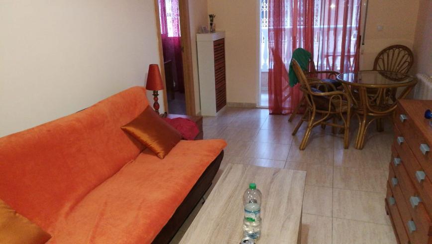 Гостинная и диван