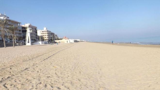 пляж правая сторона ближняя к нам