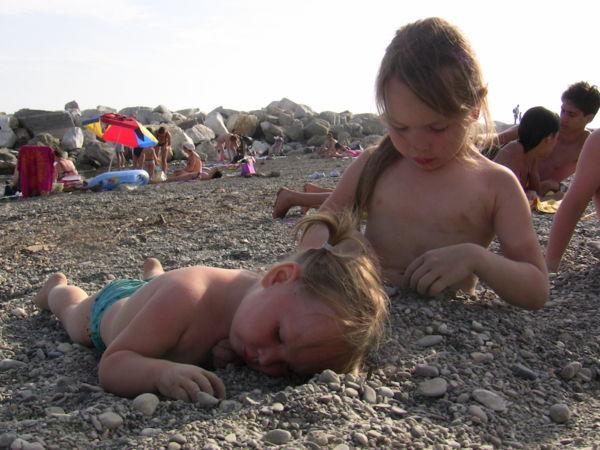 Вечером чаще всего ходили на галечный пляж