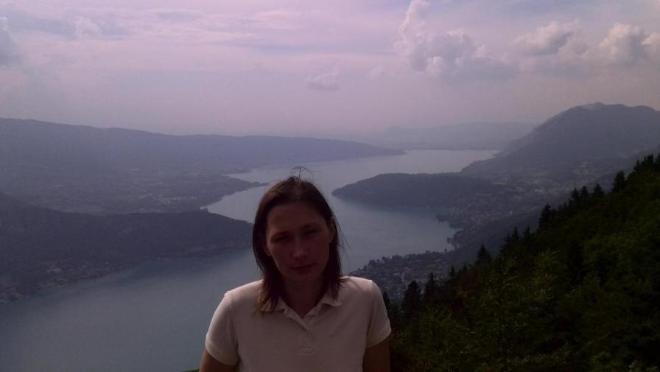 Я на фоне озера Анси (Франция)