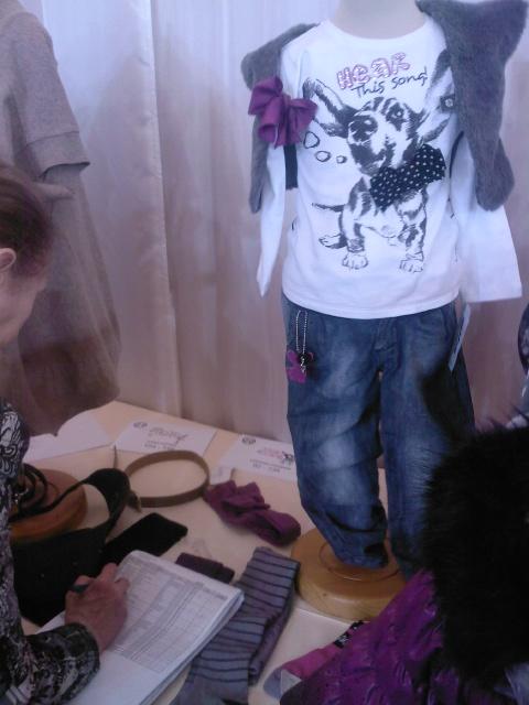 Комплект джинсы и кофта. Рост 134. Без меховой жилетки Новое Цена СП 1652рубля
