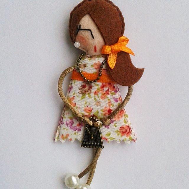 Брошь-куколка из фетра заказать на Ярмарке Мастеров