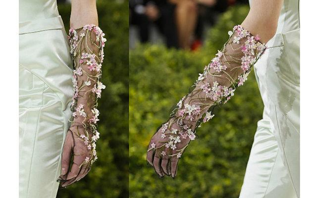 Перчатки Christian Dior на Неделе высокой моды в Париже