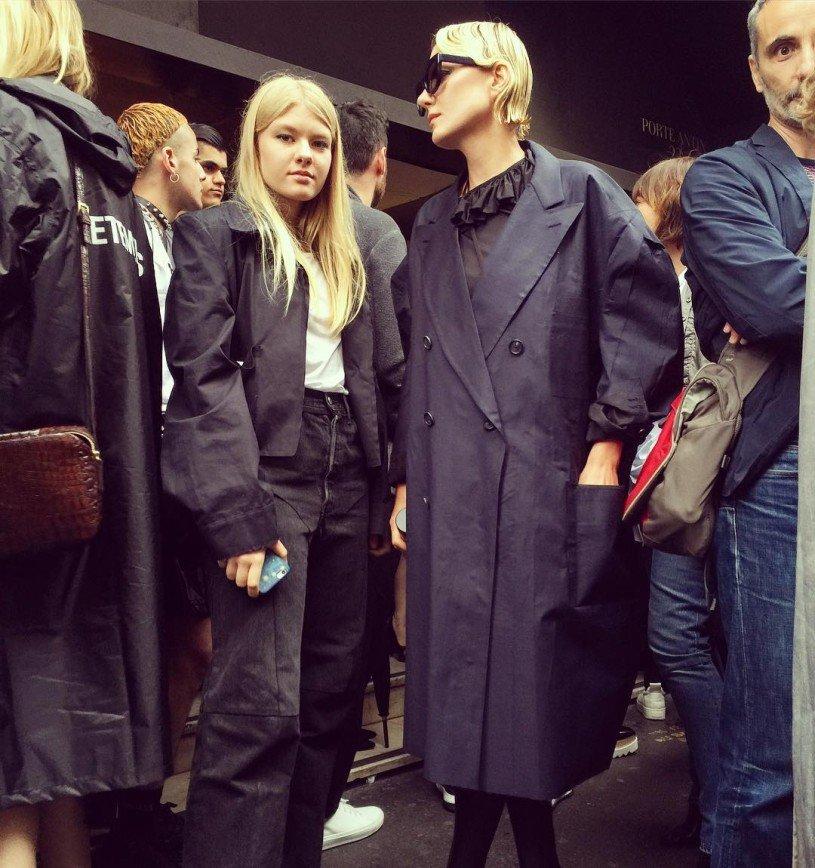 Дочь Ренаты Литвиновой вышла в свет в странном наряде