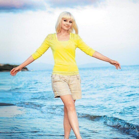Певица Натали не скрывает за одеждой фигуру после третьих родов