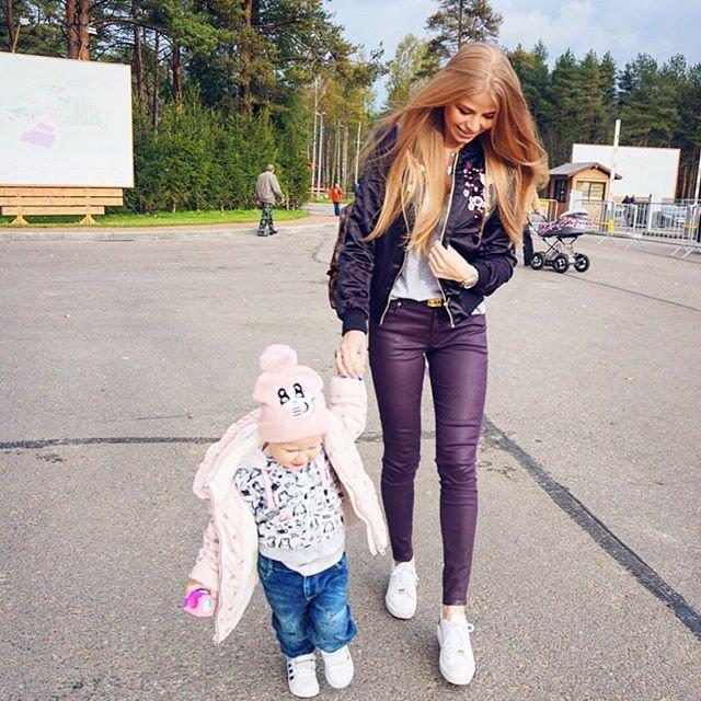 Стильная мама двоих детей дает руководство по улучшению жизни