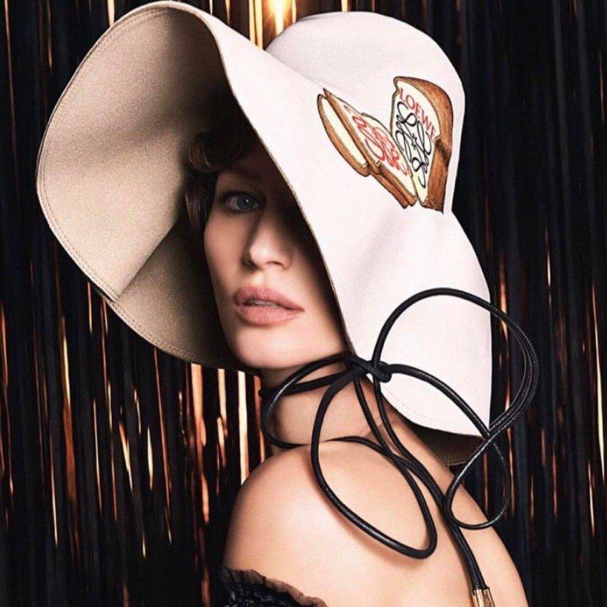 Несмотря на уход из модельного бизнеса, Жизель Бюндхен снялась для Loewe