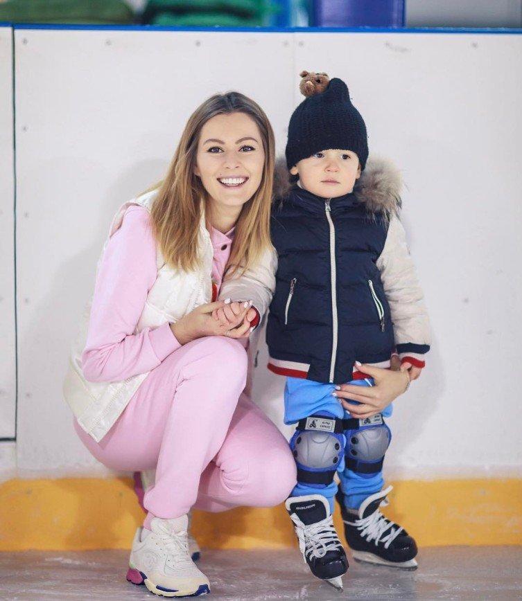 2-летний сын Марии Кожевниковой встал на коньки