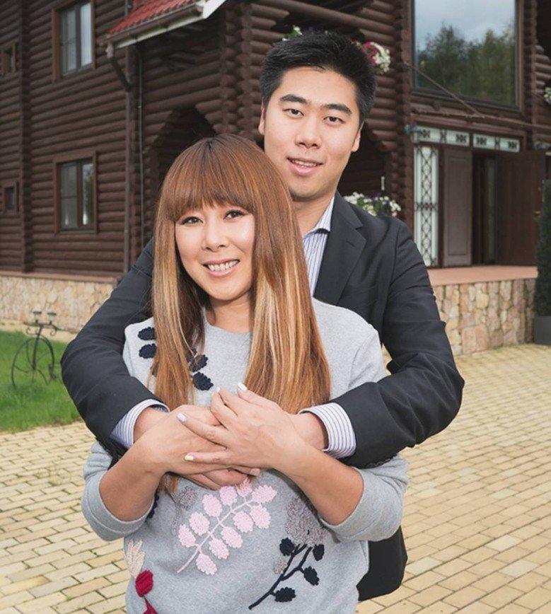 46-летнюю Аниту Цой приняли за невесту сына