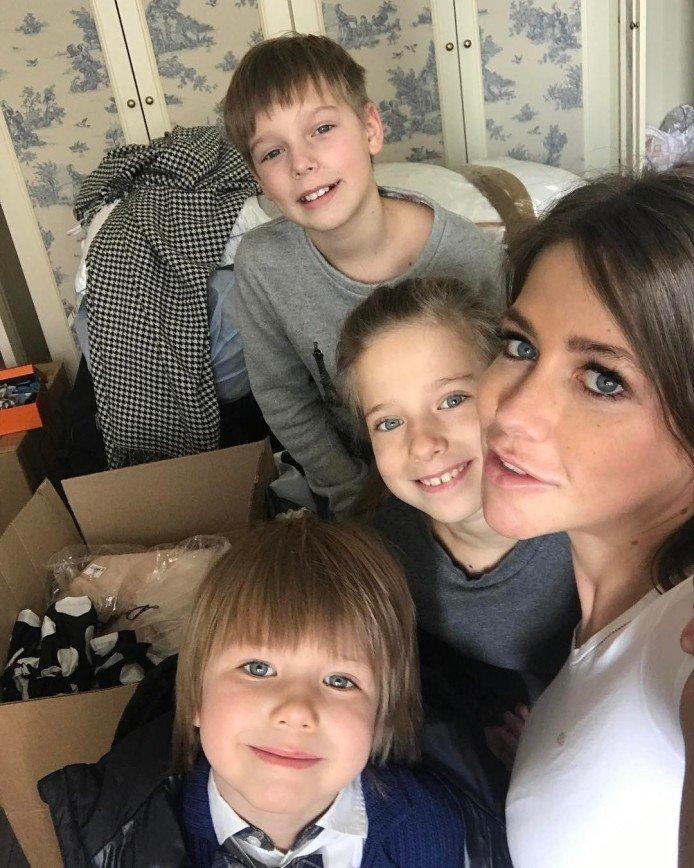 Юлия Барановская с детьми покинули съемную квартиру