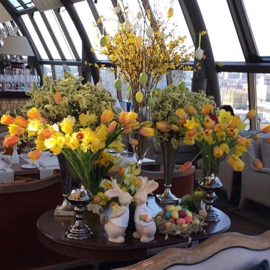 «Все оттенки весны» и звездный праздник в Смоленском Пассаже