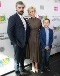 Полина Гагарина с хмурым мужем вышла в свет после родов