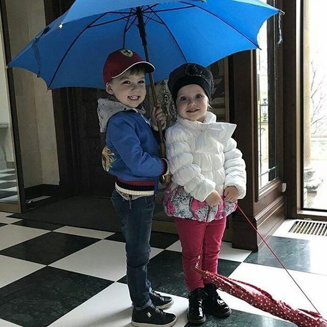 Максим Галкин показал редкие фото сына и дочери