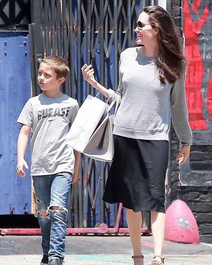 Неопрятная и помятая Джоли пугает людей своим видом