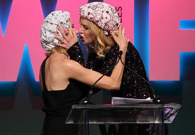 Николь Кидман и Наоми Уоттс поцеловались взасос