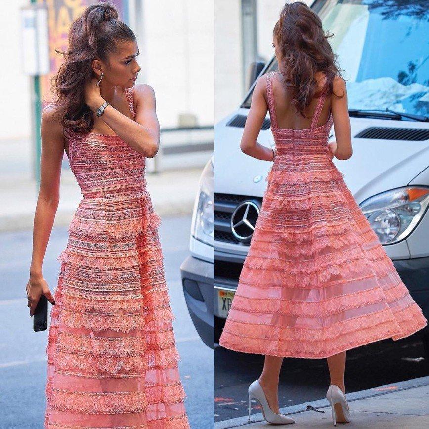 """""""Вот настоящая красота!"""": Зендая в розовом платье восхитила публику"""