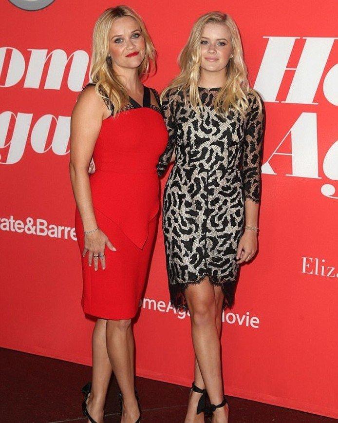 «Как две сестры»: Риз Уизерспун с дочкой Авой на Бале дебютанток