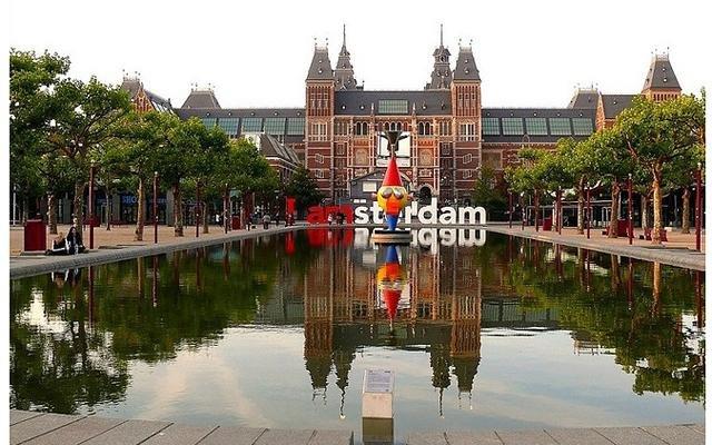 Необычные памятники амстердама