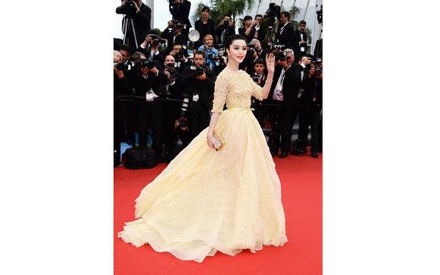 Канны-2013: Эмма Уотсон в монохромном платье Chanel новые фото