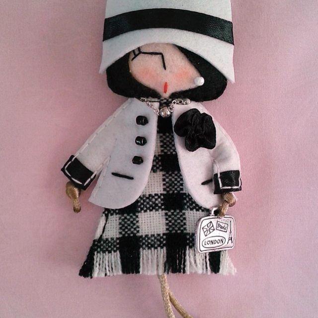 Кукла-модница - брошка из фетра