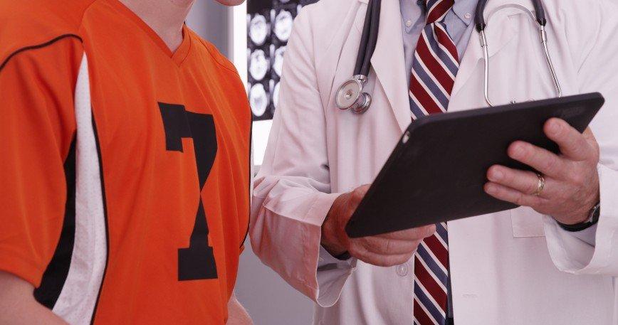 В поликлиниках появятся спортивные врачи
