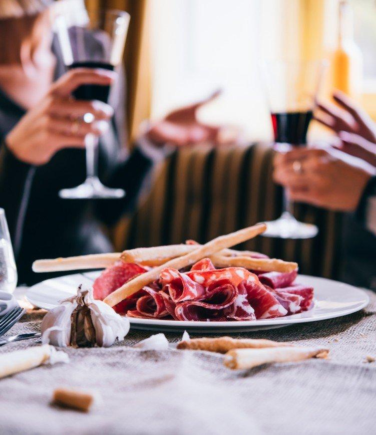 Итальянка купила ужин с Сильвио Берлускони