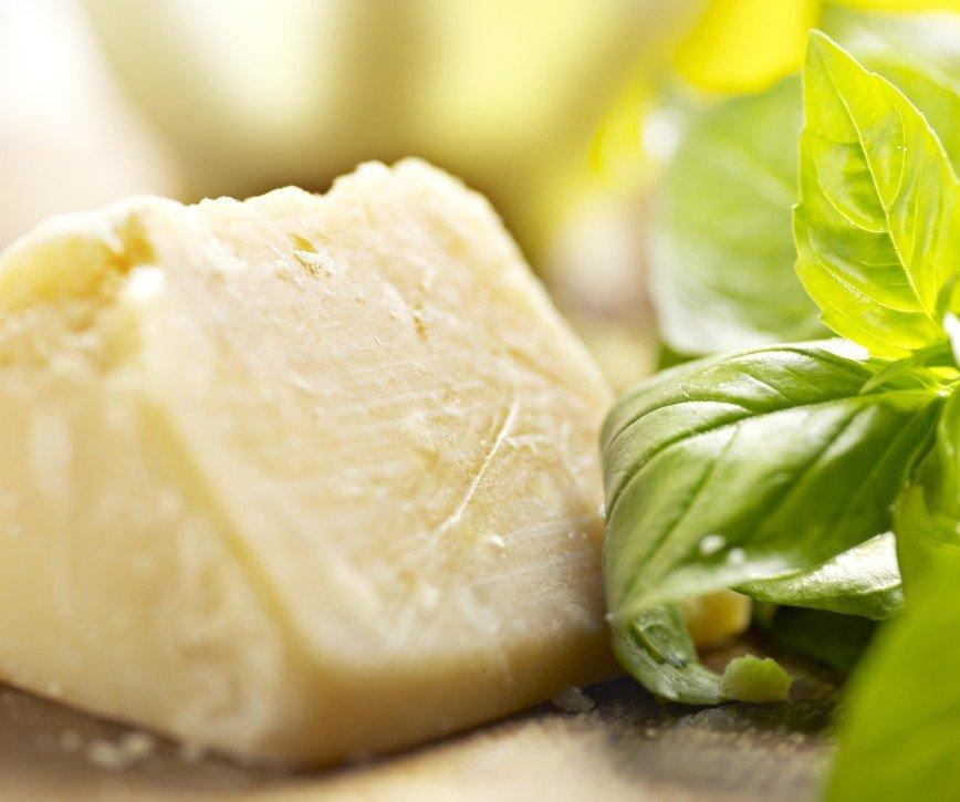 При проблемах с зубами поможет твердый сыр