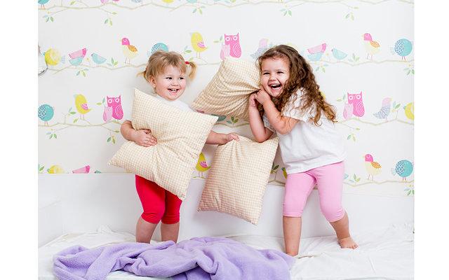 Детские игры с одеялом и подушкой