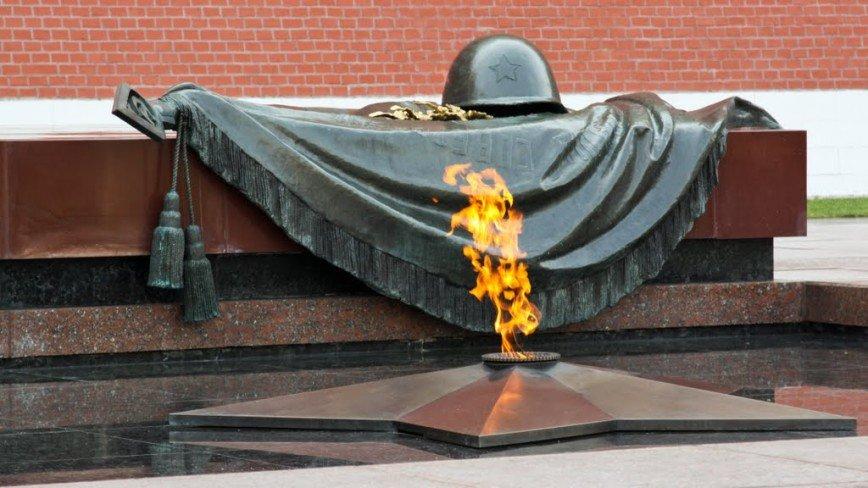 Вечному огню у стен Кремля исполнилось 50 лет