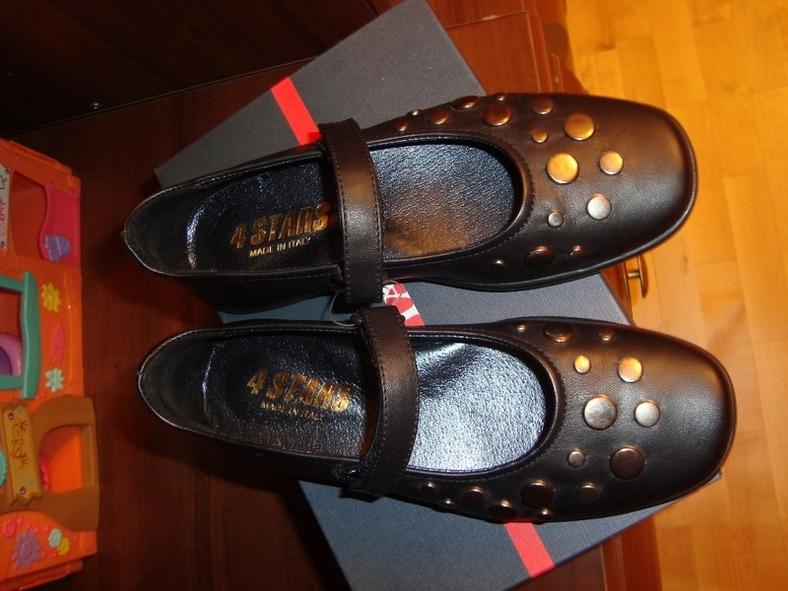 Новый туфли, Италия. Куплены в ДМ, пролетела с размером по стельке 20.5см. Цена 1000р.