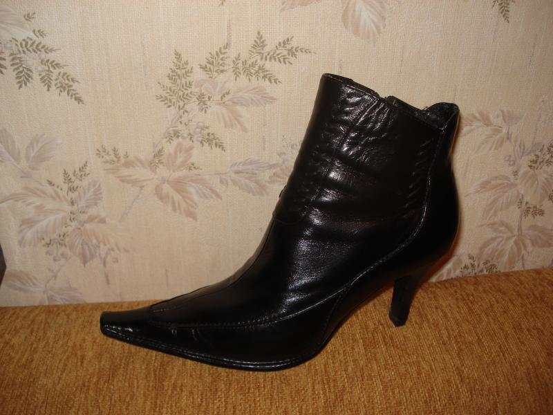 Ботинки осенние 36-р, практически новые. Цена 1600 руб.