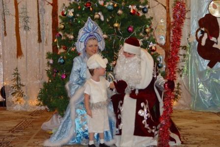 Илюша рассказывает стишок Деду Морозу