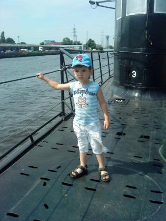 На подводной лодке.