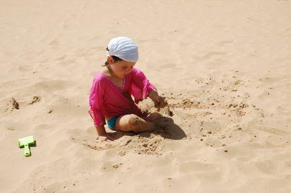 """На пляже. На этот раз пляж """"традиционный"""", с жёлтым песком"""