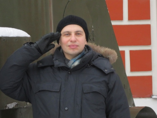 Снято у Музея Революции на Тверской, у броневика.