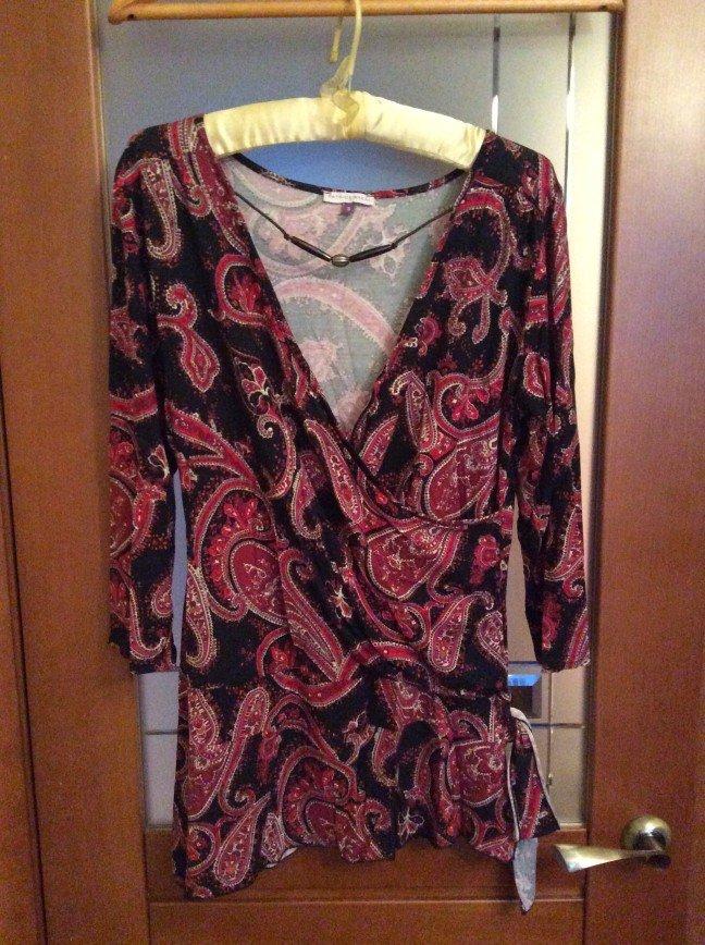 Блузка симпатичная, сбоку бант на р.44-46