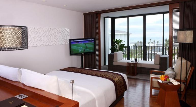 [url=http://www.hotels-in-vietnam.com/asia/vietnam/hotels_hoian/sunrisehoian_beach_resort.html]Sunrise Resort Hoian[/url] расположен рядом с нетронутой пляже рядом с одним из самых популярных культурных достопримечательностей Вьетнама - Хой. Эта область заметно лучше, чем более шумных берегов Таиланда, и хорошо и по-настоящему свободным от толпы людей, которые спускаются на некоторые из переполненных пляжей Пхукета и Бали. На близлежащем пляже Номера Нуок в Дананге даже коронован одним из шести самых красивых пляжей в мире по Forbes Magazine.