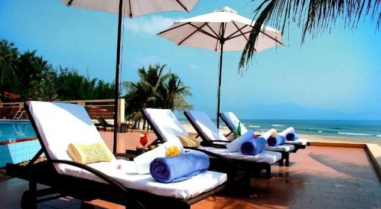 Поймать несколько лучей на Sandy Beach Resort Danang частном пляже, побаловать себя в спа-центре с полным спектром услуг, или насладиться байдарках. Есть два открытых бассейна с джакузи, сауной и парной, а также фантастический ресторан с видом на пляж, который служит все, от пиццы до местных вьетнамских деликатесов. Source: http://www.hotels-in-vietnam.com/asia/vietnam/hotels_danang/sandy_beach_non_nuoc_resort_by_centara.html