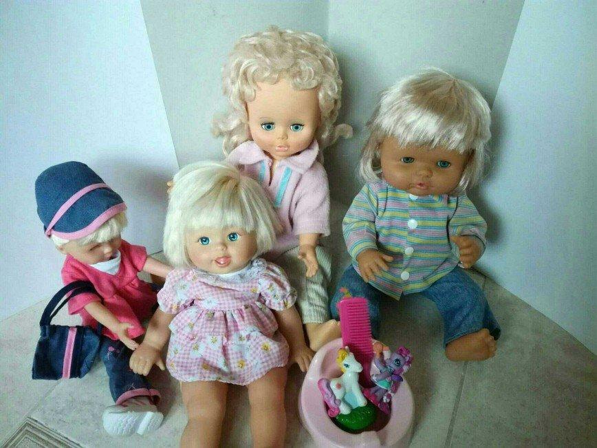Кукла в розовой кофточка во втором ряду - 300 руб.  Кукла в полосатой кофте и джинсах ПРОДАНА.
