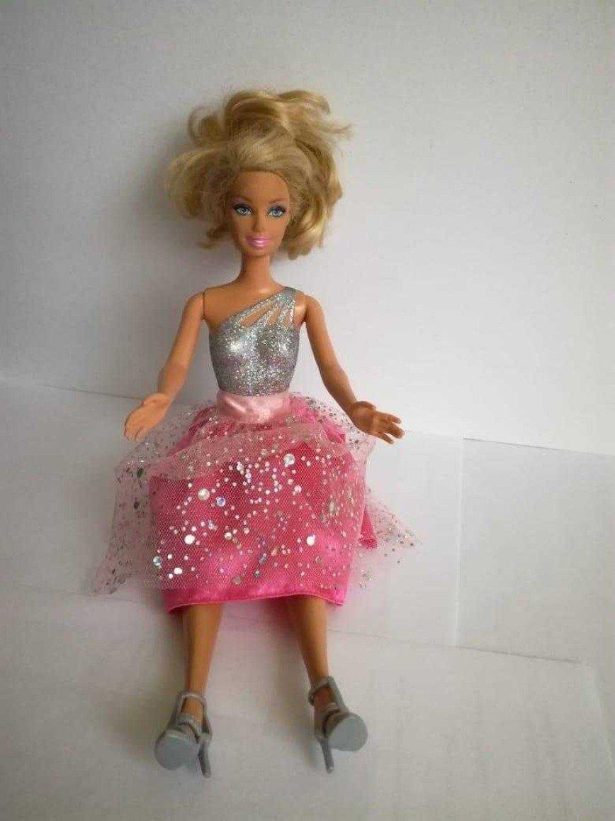 Кукла Barbie New Year, лимитированный новогодний экземпляр, с длинными волосами (на фото в хвосте), привезена из USA, в идеальном состоянии, высота 30см. Цена 700 руб.