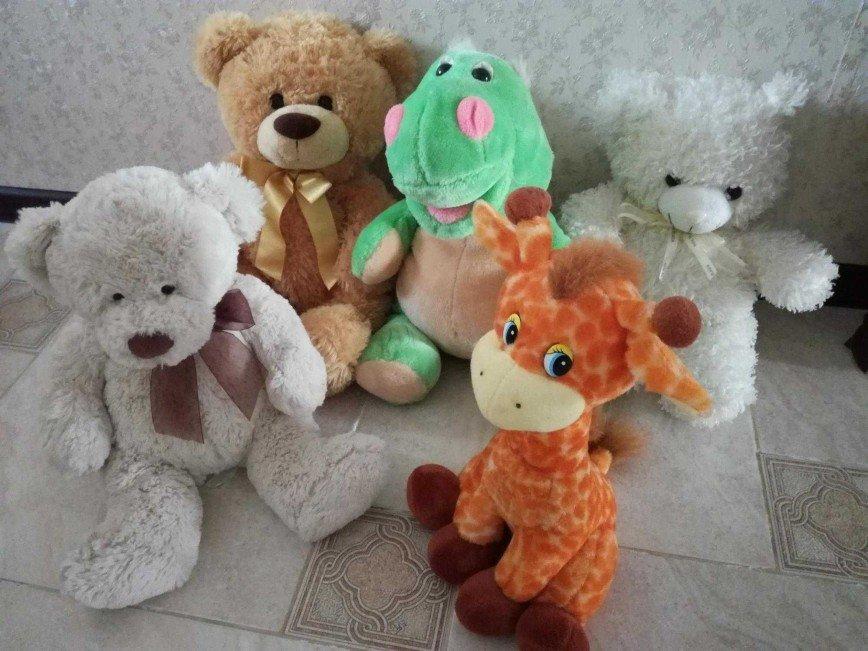 Мягкие плюшевые игрушки, высота 40—60см., в отличном состоянии, ребёнок почти не играл с ними. Мишки по 400 руб. ЛЕВЫЕ ПРОДАНЫ. Зелёный дракоша и музыкальный жирафик - 500 руб.