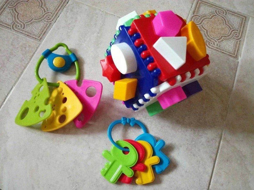 Игрушки для развития мелкой моторики ребёнка. Цена 200 руб.