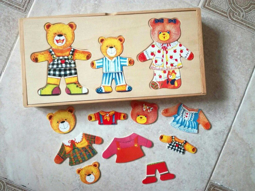 """Развивающая игра из дерева """"Одень семью медведей"""". Нужно подобрать одежду для всех медведей + изменить их настроение. Игра помогает развитию у детей сообразительности, внимания фантазии, усидчивости, мелкой моторики. Цена 400 руб."""