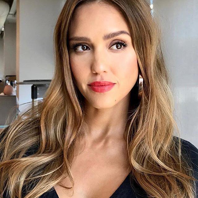 """""""Без макияжа даже лучше"""": Джессика Альба показала cебя без косметики"""