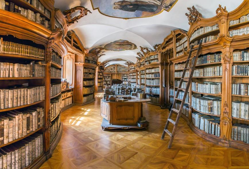 Библиотека монастыря францисканцев в Праге