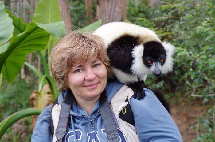 Я с черно-белым лемуром, Мадагаскар