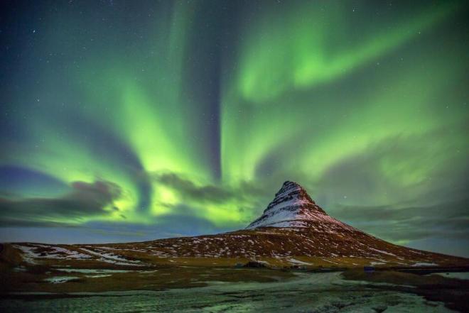 Северное сияние на полуостове Snafellsness  с горой Kirkjufell