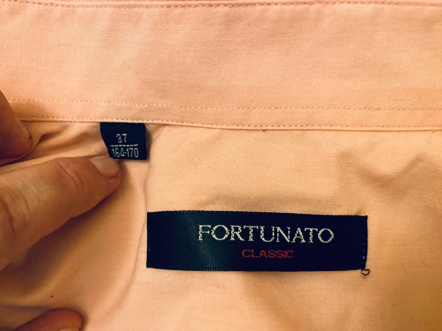 Рубашка на подростка, нежный персиковый цвет, состояние хорошее, 200 руб/шт 4 штуки за 800 руб, плюс бесплатно рубашка в красную клетку с небольшой дырочкой.