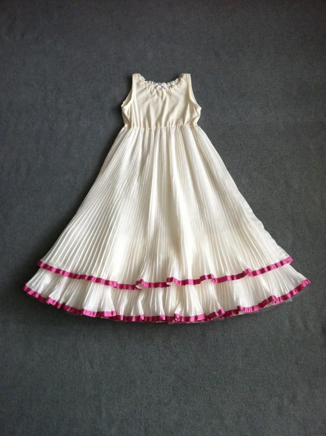Изящное платье итальянской марки Aletta.  Размер на этикетке 8 (128). Цена: 2 500 рублей.   Завышенная талия. Пышная двухъярусная юбка плиссе, на подкладке. Верх выполнен из эластичного трикотажа. Длина по спинке 77 см. Платье новое, без бирок, не носили.
